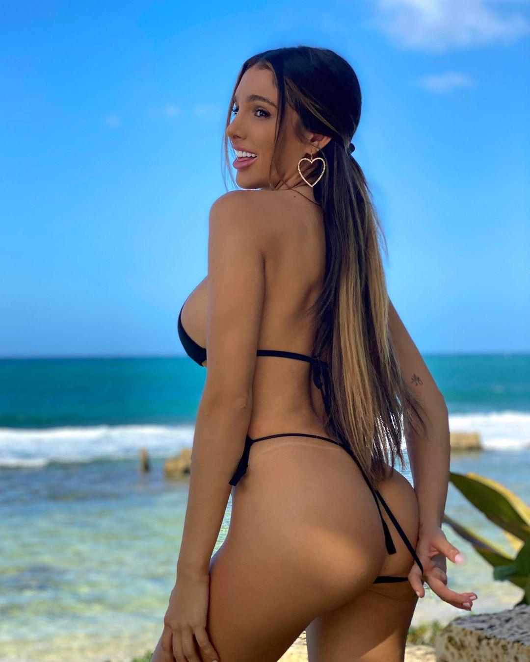 Sexy Instagram model Lyna Perez hot nude photos leaked